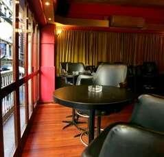 Lustre Lounge