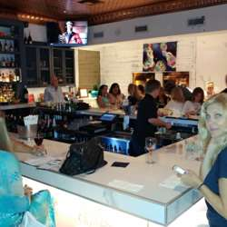Che venue bar, Delray Beach, with Ana in foreground.