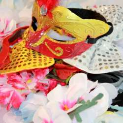 """Some members in the Ain InterNations group went all out in a variety of Masquerade Masks that made them """"PICTURE PERFECT"""".....while enjoying a night of sharing with other global minds of our expat community."""